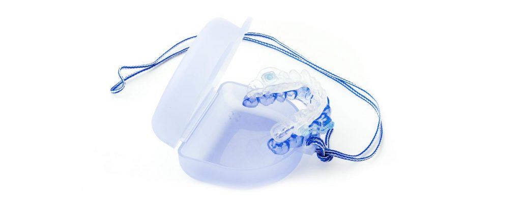 Zahnschienen gegen Schnarchen: Eine Schnarchschiene oder Zahnschiene von Rißmann Zahntechnik machen die Schnarchtherapie erfolgreich.